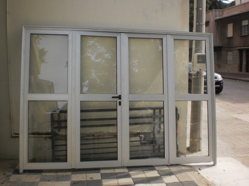 Arquitectura aluminio puertas port n de aluminio de for Aberturas de aluminio blanco precios rosario