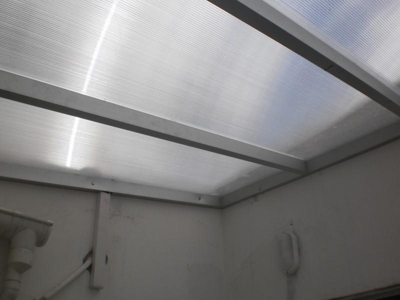 Arquitectura aluminio techos alero en policarbonato for Techo policarbonato transparente