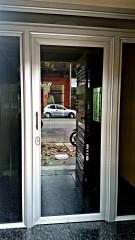 Imagen de Cerramiento interior en edificio - puerta de acceso en Montevideo