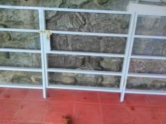 Imagen de Barrotes de hierro revestido de aluminio en Rejas