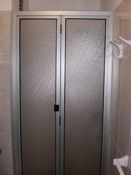 Puertas Para Baño De Acrilico:Arquitectura & Aluminio