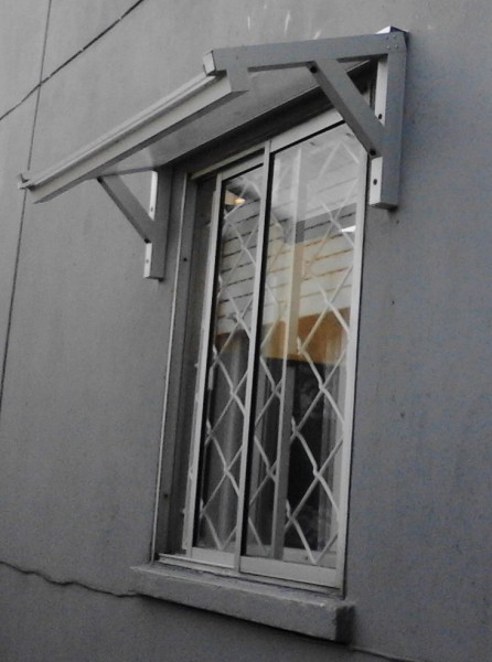 Arquitectura aluminio techos alero en policarbonato for Ventanas para techos planos argentina