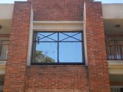 Imagen de Abertura ANOLOCK con cristal reflectivo en Aberturas