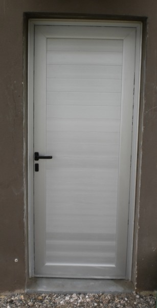 Arquitectura aluminio puertas puerta ciega en tablilla - Puerta balconera aluminio ...