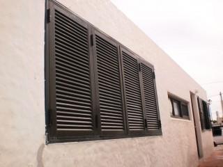 Imagen de Postigones de Aluminio color marrón en Maldonado