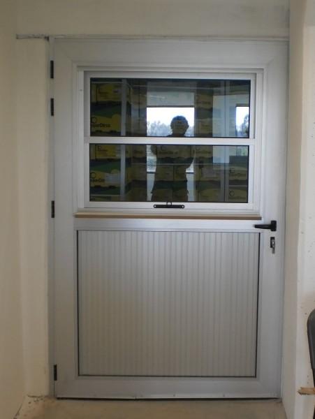 Arquitectura aluminio puertas puerta de aluminio con guillotina l nea gala for Puertas en aluminio