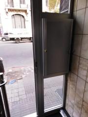 Imagen de Puerta edificio en Montevideo