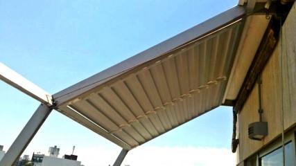Imagen de Pérgola móvil en aluminio e Isopanel en Penthouse - Pocitos