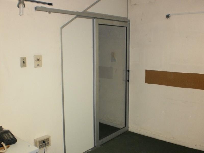 Puertas De Aluminio Para Baño Corredizas:Puertas: Puerta Colgada con Perfilería Tradicional