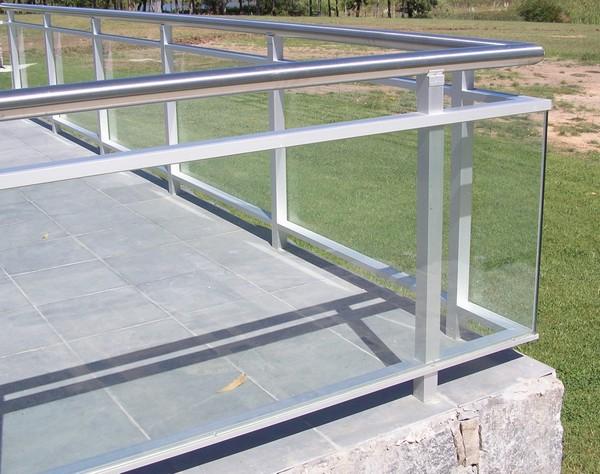 Arquitectura aluminio arquitectura for Barandales de aluminio blanco